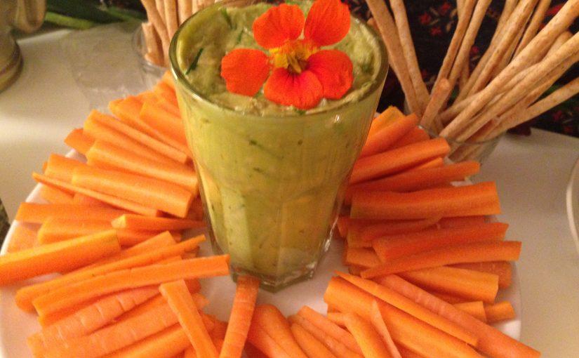 Gemüsesticks mit Avocado-Creme